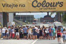 Colours of Ostrava: Jak a kdy koupit vstupenky, kde se ubytovat, jak se na festival…