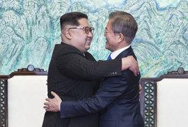 Zákulisí historického korejského summitu: Vtipy diktátora Kima, studené nudle a rýžové víno s azalkami
