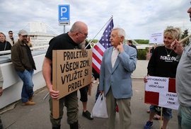 Komunistické oslavy 1. máje v Praze si nenechali ujít příznivci i odpůrci strany