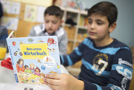 Počet obyvatel Německa díky migraci stoupl za poslední dva roky o více než 800 tisíc
