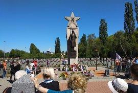 Noční vlci dorazili do Prahy, u Olšanských hřbitovů se střetli jejich příznivci i odpůrci.