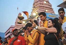 Zážitkem je tu iintenzivní víra Indů