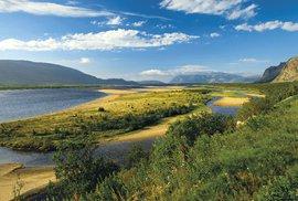 Rozlehlé ústí řeky Tana je výborným lososovým revírem. Sámové jí říkají Velká řeka, což ji přesně charakterizuje, i když je jen 361 km dlouhá.
