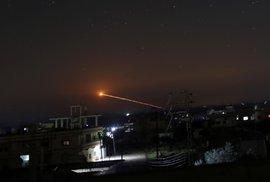 Íránci v Sýrii vypálili rakety na Izrael, ten palbu opětoval