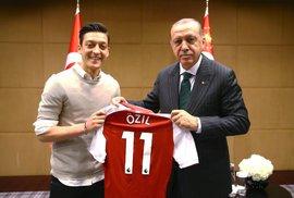 Němečtí fotbaloví reprezentanti se sešli s tureckým prezidentem Erdoğanem.