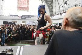 Kérky a jehly. Festival Tattoo Convention láká na potetované krásky i koncert PSH