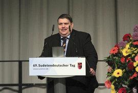 Šéf sudetských Němců Posselt: Hrozí rozdělení EU. Chceme silnou střední Evropu, ne tandem Německo-Francie