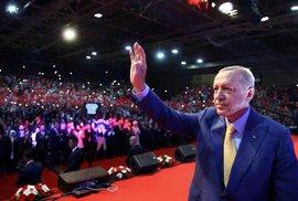 Dnešní turecké volby: Sultán, vlčice, vězeň a učitel