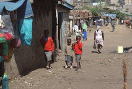 Děti ulice v Nairobi: Pach smetiště, pouliční gangy a čichání lepidla