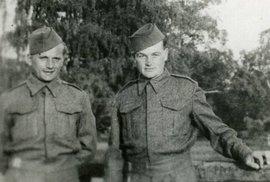 Gabčík a Kubiš (zleva) při výcviku v Británii