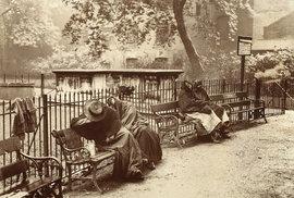 Ženy bez domova v oblasti Spitalfields (Londýn, 1902)
