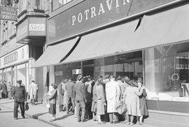 Prodej zboží po měnové reformě v Československu.