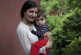 """""""Ukradli mě ve třinácti. Porodila jsem v patnácti."""" Portréty kavkazských žen,…"""