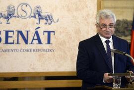 Jaké má český Senát pravomoci a jak se jeho fungování liší od Poslanecké sněmovny