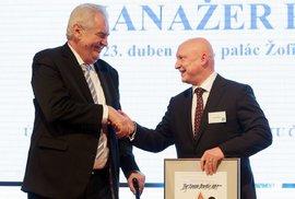 Zeman svolal záhadnou tiskovku, téma tají. Před ní se setká s premiérem Babišem a šéfem ČEZ Benešem