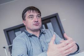 Miliardář, díky kterému lyžujete i paříte na hudebním festivalu. Kdo je Igor Rattaj?
