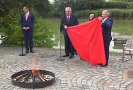 Miloš Zeman na Hradě spálil trenky.
