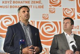 ČSSD míří do vlády, tam na ni ale bude mít velký vliv Zeman. Proč se strana tak trápí?