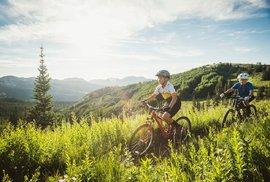 České cykloléto: Plánujete dovolenou na kole? Máme pro vás 10 tipů na skvělý výlet!