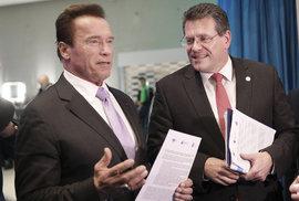 Eurokomisař Maroš Šefčovič s hercem a politikem Arnoldem Schwarzenegerem