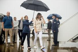 Melania Trumpová je proti rozdělování dětí: Odjela do McAllenu v Texasu na hranicích s Mexikem, aby se se situací přímo na místě seznámila