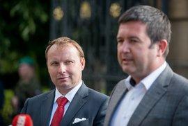 Zeman zcela zřejmě postupuje v rozporu s Ústavou, říká Miroslav Poche