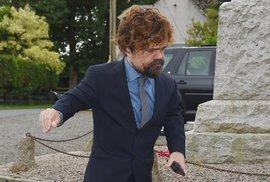 Peter Dinklage (Tyrion Lannister) na svatbě svých kolegů.