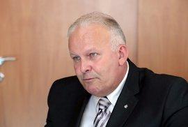 Ministr Krčál kvůli opsané diplomce rezignoval zbytečně!