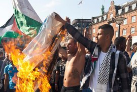 Dánský soud vynesl přelomový verdikt. Zbavil státního občanství muslimy podporující…