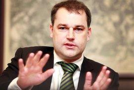 Rozhovor s viceguvernérem Hamplem z ČNB pro fajnšmekry: Nebylo by nám bez centrálních bank lépe?