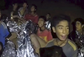 Drama v thajské jeskyni nekončí. Záchranáři nevědí, jak dostat děti ven