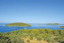 Trávíte léto na lodi? Pak navštivte neobydlené kousky souše kolem větších ostrovů.