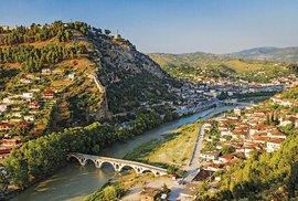 Pohled na staré město s mostem