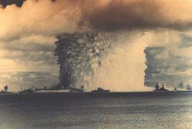 Smrtící anatomie atomového hřibu. Kolorované snímky nechaly ožít jaderné testy, které…