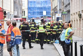 V Mikulandské ulici se zřítila část budovy.