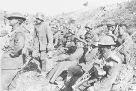 Spojenci přešli do všeobecné ofenzívy a Německo žadonilo o mír. V září 1918 začala konečná fáze války