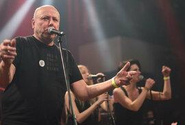 Protikomunistické živly řádily, aneb jak Michal Ambrož a Hudba Praha skoro zbořili…