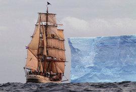 Antarktické dobrodružství aneb S historickou plachetnicí v ledovém sevření