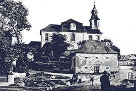 1. Lidice, 30. léta minulého století: Kostel svatého Martina, vletech 1729 až 1732 byl přestavěn do této podoby.