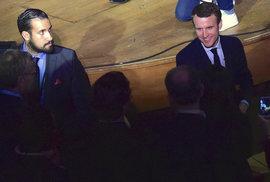 Hraje si na d'Artagnana? Není gay? Macron má první velký skandál, stojí za ním…