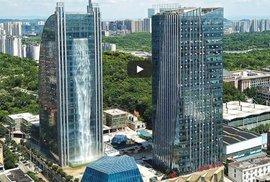V jihočínském městě Kuej-jang, metropoli provincie Kuej-čou, mají 108 metrů vysoký vodopád na mrakodrapu