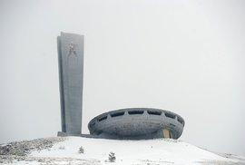 Opuštěné brutalistické sídlo bulharské komunistické strany ve výšce 1432 metrů vypadá přesně jako UFO , které přistálo na vrcholu hory