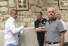 Babiš a Čunek přijeli do Horoměřic za klienty H-Systemu. Premiér chce případ přezkoumat