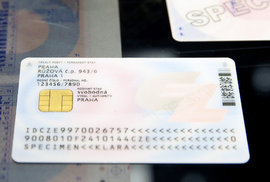 eObčanka: Má smysl si pořídit nový občanský průkaz s čipem a v čem je výhodnější?