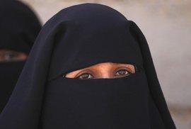 Kdy začal islám vytlačovat ženy z veřejného života a proč nejvíce muslimů zabijí zase muslimové