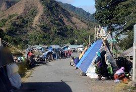 Při zemětřesení na Bali a Lomboku zemřelo přes devět desítek lidí