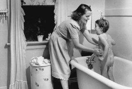 Fotografie, které brzy oslaví 80 let od vlastního vzniku, nám nyní nabízejí unikátní pohled na život americké matky, jenž byl ve své době považován za navýsost moderní.