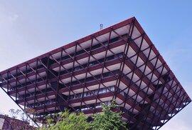Stopy komunismu: Prohlédněte si perly chátrající brutalistické architektury