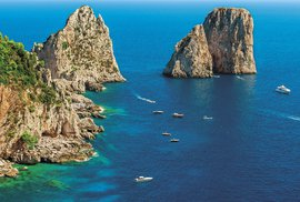 Faraglioni, skály u pobřeží ostrova