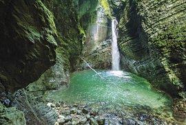 Nedaleko městečka Kobarid se nachází nádherný jeskynní vodopád Kozjak